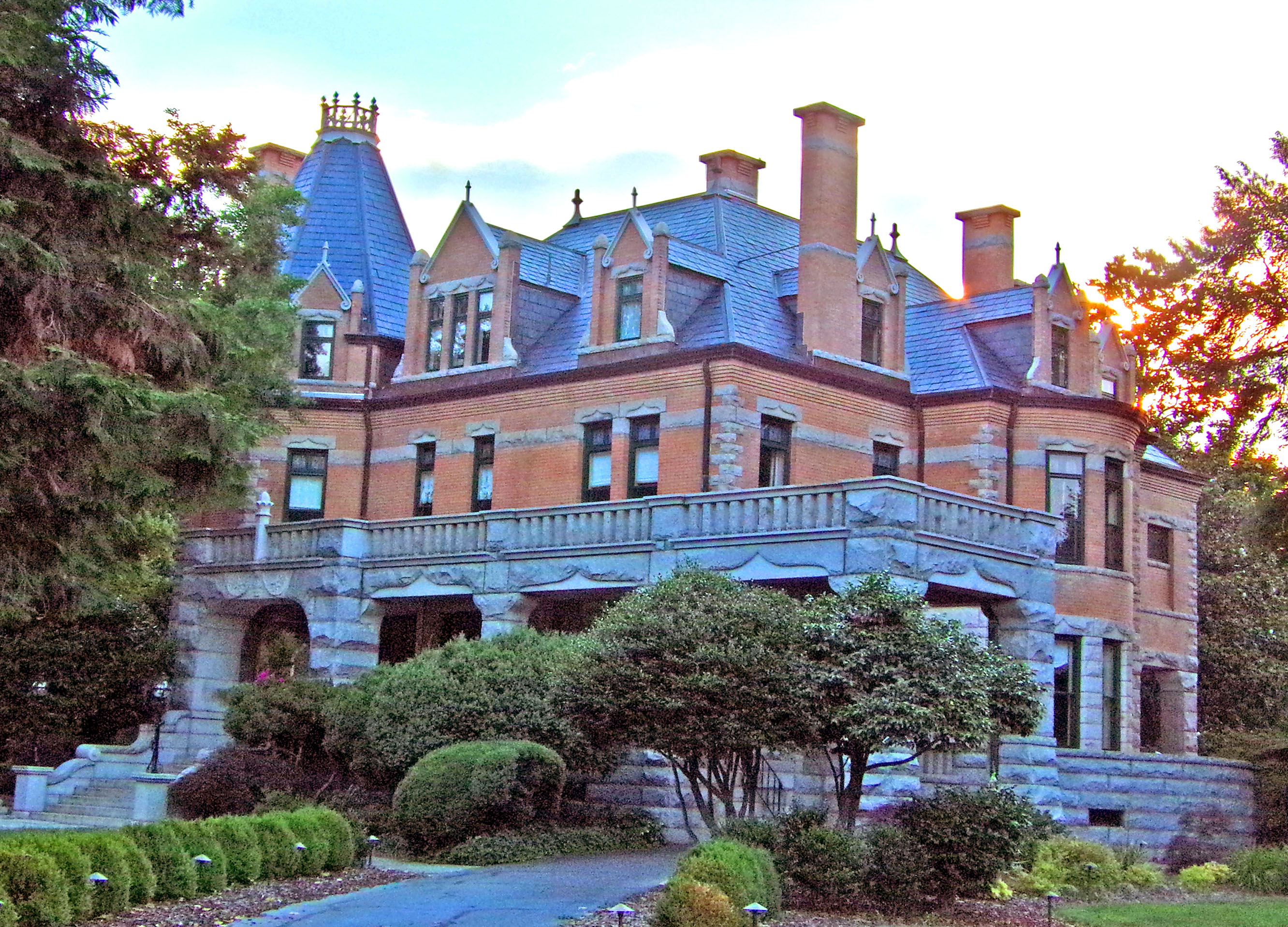 Stately mansions of salisbury living in the blue ridge for Mansions house