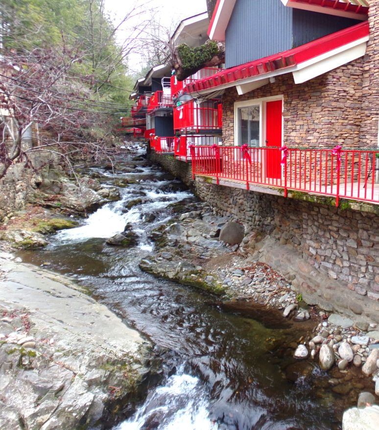 Gatlinburg Creekside Hotel