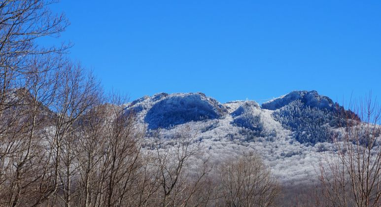 grandfather mountain in snow 4